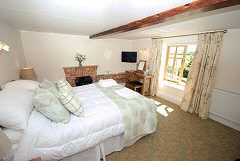 Chequers Inn, Rookley, Isle of Wight. Country pub bed and breakfast on the Isle of Wight
