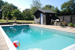 Rose Cottage, Roud, Isle of Wight. Thatched country cottage with swimming pool