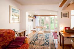 Sherwood Cottage, Freshwater Bay, Isle of Wight. Small B and B close to the sea in Freshwater Bay